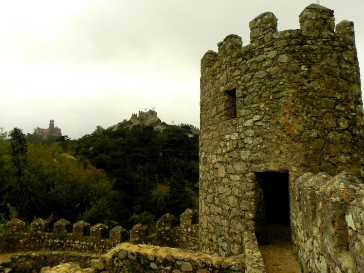 Castelo dos Mouros e Palacio da Pena mais ao fundo - Sintra