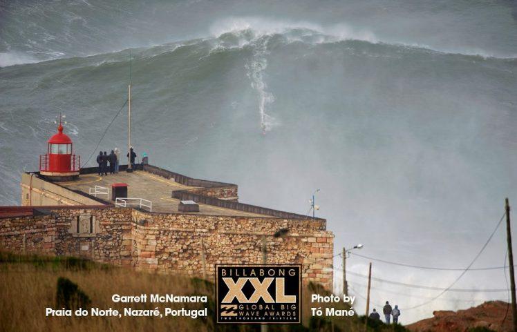 Onda de 30 metros surfada por Garrett McNamara em Nazaré