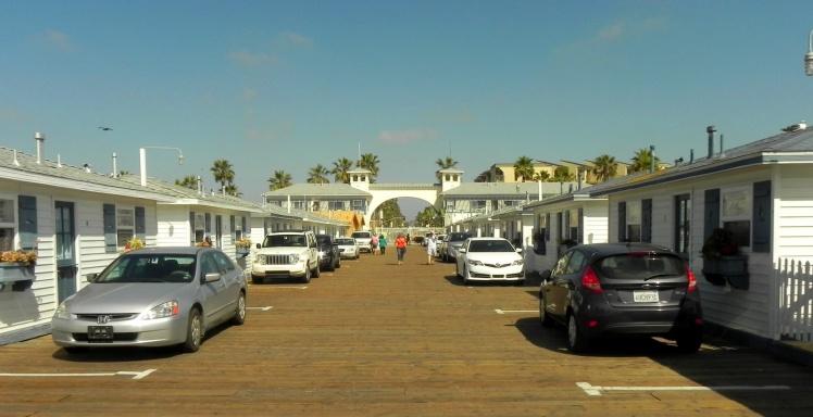 Que tal hospedar-se em um pier? No pier de Pacific Beach é possível.