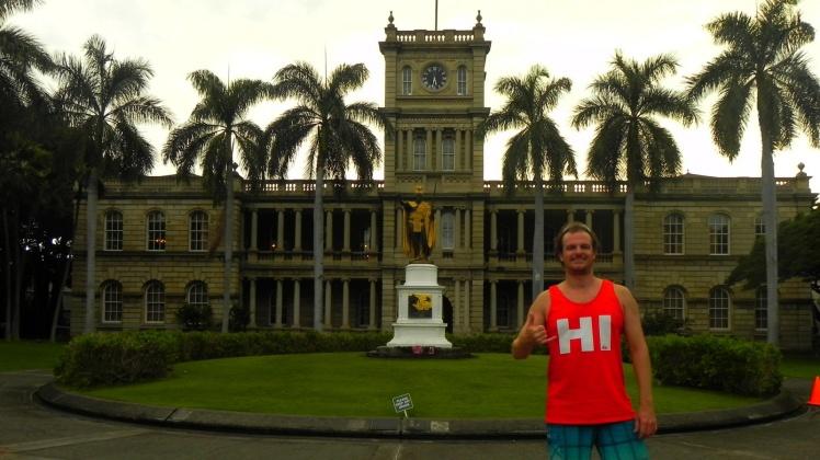 Palácio da Justiça de Honolulu - Em frente está a estátua do Rei Kamehameha, que unificou as Ilhas Havaianas e estabeleceu formalmente o Reino do Havaí em 1810