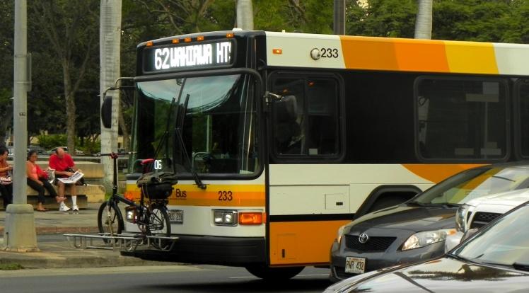 No Hawaii todos os ônibus possuem um rack na frente para transportar as bikes dos passageiros