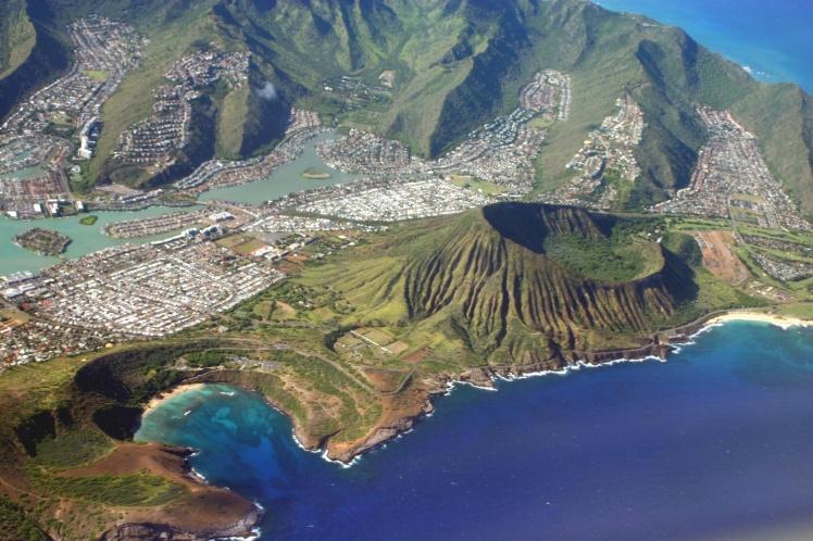 Sobrevoando Oahu - Vulcão Koko Head no sul da ilha