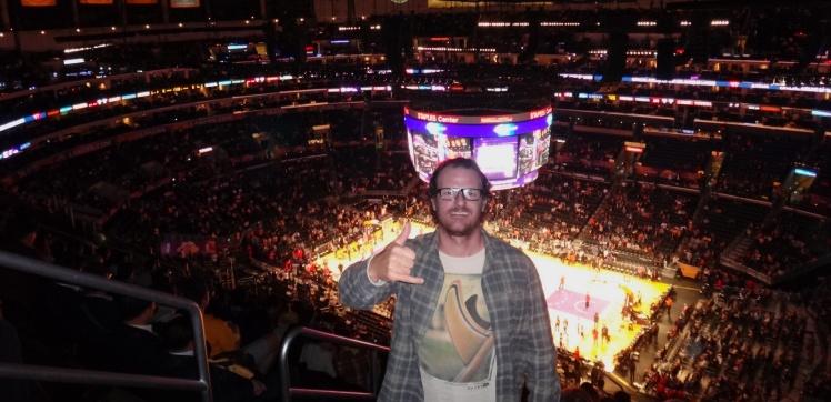 Assistindo Los Angeles Lakers x New York Knicks no Staples Center! Sensacional!!