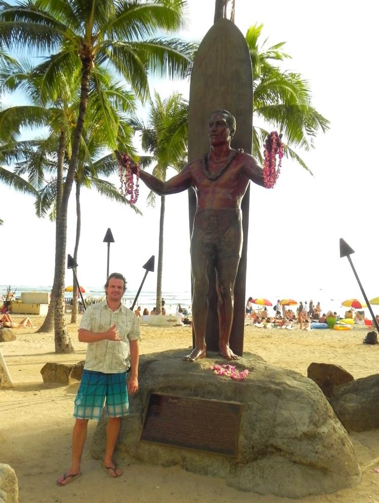 Escultura do Duke Paoa Kahanamoku - O surfista do século