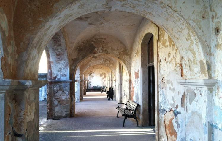 Corredor exterior da zona dos oficiais - Castillo San Cristóbal